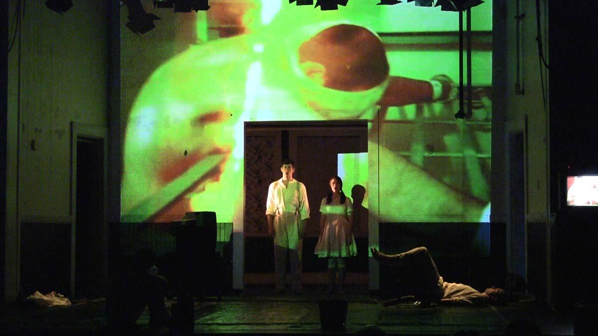 Dreimaldrei gleich unendlich projected video - Kenneth Roraback